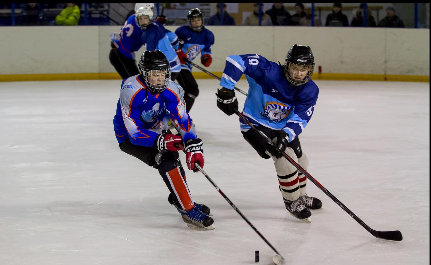 В школах Омска активно ведутся занятия по хоккею